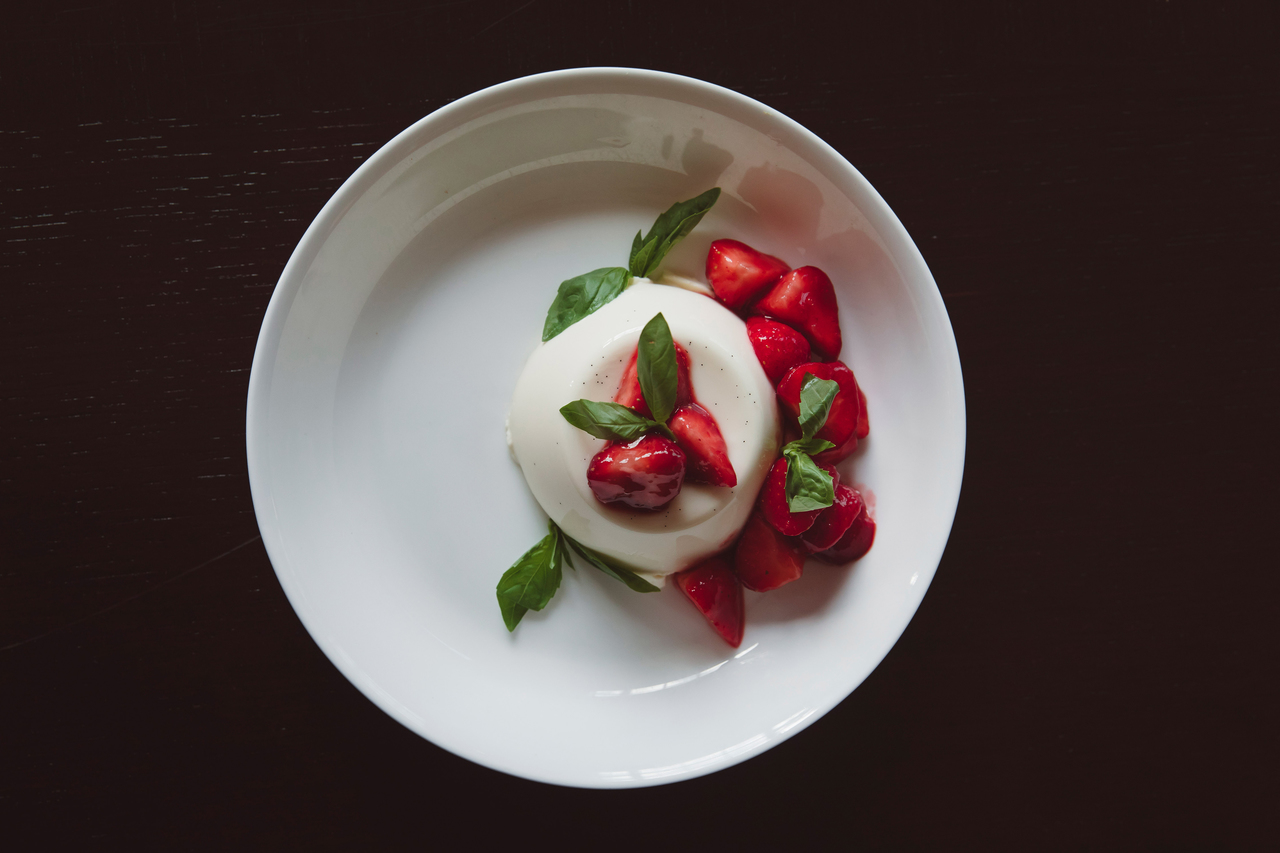 Panna cotta with strawberries